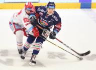 Čtvrtfinále play off hokejové extraligy - 1. zápas: HC Oceláři Třinec - HC Vítkovice Ridera, 20. března 2019 v Třinci. Na snímku (zleva) David Doudera, Patrik Zdráhal.