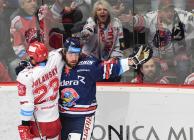 Čtvrtfinále play off hokejové extraligy - 1. zápas: HC Oceláři Třinec - HC Vítkovice Ridera, 20. března 2019 v Třinci. Na snímku (zleva) Jiří Polanský, Peter Trška.