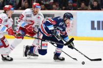 Čtvrtfinále play off hokejové extraligy - 1. zápas: HC Oceláři Třinec - HC Vítkovice Ridera, 20. března 2019 v Třinci. Na snímku vpravo Ondřej Roman.