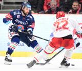 Čtvrtfinále play off hokejové extraligy - 1. zápas: HC Oceláři Třinec - HC Vítkovice Ridera, 20. března 2019 v Třinci. Na snímku (zleva) Peter Trška, Vladimír Dravecký.