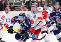 Čtvrtfinále play off hokejové extraligy - 1. zápas: HC Oceláři Třinec - HC Vítkovice Ridera, 20. března 2019 v Třinci. Na snímku (zleva) Rastislav Dej, Aron Chmielewski.