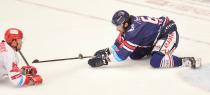 Čtvrtfinále play off hokejové extraligy - 1. zápas: HC Oceláři Třinec - HC Vítkovice Ridera, 20. března 2019 v Třinci. Na snímku (zleva) Vladimír Dravecký, Peter Trška.