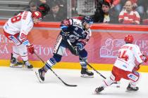 Guntis Galvins, Dominik Lakatoš a Ondřej Kovařčík - 46. kolo Tipsport Extraligy HC Oceláři Třinec - HC VÍTKOVICE RIDERA, 16. února 2020 v Třinci.
