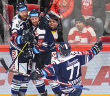 Martin Dočekal, Peter Trška a Jan Štencel - 46. kolo Tipsport Extraligy HC Oceláři Třinec - HC VÍTKOVICE RIDERA, 16. února 2020 v Třinci.