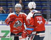 Vladimír Svačina a Radoslav Tybor z Pardubic - 45. kolo HC VÍTKOVICE RIDERA - HC DYNAMO PARDUBICE, 14. února 2020 v Ostravě.