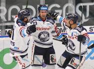 Roberts Bukarts, Ondřej Roman a Dominik Lakatoš - 47. kolo HC VÍTKOVICE RIDERA - HC ŠKODA PLZEŇ, 21. února 2020 v Ostravě.