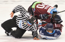 Tomáš Dvořák a Jan Schleiss - 9. kolo Tipsport Extraligy HC VÍTKOVICE RIDERA - HC Sparta Praha, 11. října 2019 v Ostravě.