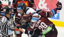Alexandre Mallet a Petr Kalina - 9. kolo Tipsport Extraligy HC VÍTKOVICE RIDERA - HC Sparta Praha, 11. října 2019 v Ostravě.