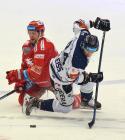 Petr Vrána z Třince a Jan Shleiss z Vítkovic - 42. kolo Tipsport Extraligy HC Oceláři Třinec -  HC VÍTKOVICE RIDERA, 2. ledna 2021 v Třinci.