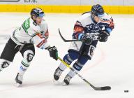 Joona Jaaskelainen z Boleslavi a Petr Fridrich z Vítkovic - 33. kolo Tipsport Extraligy HC VÍTKOVICE RIDERA - BK Mladá Boleslav, 8. ledna 2021 v Ostravě.