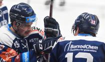 Nicolas Werbik z Vítkovic a Petr Fridrich z Vítkovic - 33. kolo Tipsport Extraligy HC VÍTKOVICE RIDERA - BK Mladá Boleslav, 8. ledna 2021 v Ostravě.