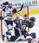 Martin Zaťovič z Brna a brankář Vítkovic Daniel Dolejš - 5. předkolo Generali Česká pojišťovna play off HC VÍTKOVICE RIDERA - HC kometa Brno, 16. března 2021 v Ostravě.