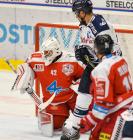 Jan Bambula z HC Olomouc a Lukáš Krenželok z HC VÍTKOVICE RIDERA - Přípravné utkání  HC VÍTKOVICE RIDERA - HC Olomouc, 10. září 2020, Ostravar aréna.