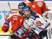 Martin Vyrůbalík z HC Olomouc a Alexandre Mallet z HC VÍTKOVICE RIDERA - Přípravné utkání  HC VÍTKOVICE RIDERA - HC Olomouc, 10. září 2020, Ostravar aréna.