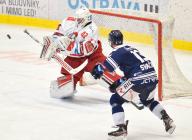 Branislav Konrád z HC Olomouc a Vladimír Svačina z Vítkovic - 38. kolo Tipsport Extraligy HC VÍTKOVICE RIDERA - HC Olomouc, 22. ledna 2021 v Ostravě.