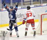 Jan Hruška z Vítkovic a Tomáš Valenta z HC Olomouc - 38. kolo Tipsport Extraligy HC VÍTKOVICE RIDERA - HC Olomouc, 22. ledna 2021 v Ostravě.