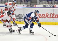 Adam Rutar z HC Olomouc a Filip Pyrochta z Vítkovic - 38. kolo Tipsport Extraligy HC VÍTKOVICE RIDERA - HC Olomouc, 22. ledna 2021 v Ostravě.