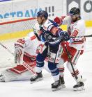 Dominik Lakatoš z Vítkovic a David Škůrek z HC Olomouc - 38. kolo Tipsport Extraligy HC VÍTKOVICE RIDERA - HC Olomouc, 22. ledna 2021 v Ostravě.