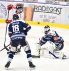 Lukáš Kovář a Brankář Miroslav Svoboda z Vítkovic a Vilém Burian z HC Olomouc - 38. kolo Tipsport Extraligy HC VÍTKOVICE RIDERA - HC Olomouc, 22. ledna 2021 v Ostravě.