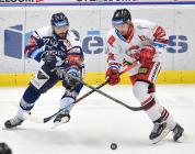 Rastislav Dej z Vítkovic a Lukáš Nahodil z HC Olomouc - 38. kolo Tipsport Extraligy HC VÍTKOVICE RIDERA - HC Olomouc, 22. ledna 2021 v Ostravě.