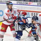 Tomáš Dujsík z HC Olomouc a Lukáš Krenželok z Vítkovic - 38. kolo Tipsport Extraligy HC VÍTKOVICE RIDERA - HC Olomouc, 22. ledna 2021 v Ostravě.
