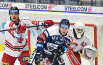 Tomáš Dujsík z HC Olomouc, Petr Fridrich z Vítkovic a Branislav Konrád z HC Olomouc - 38. kolo Tipsport Extraligy HC VÍTKOVICE RIDERA - HC Olomouc, 22. ledna 2021 v Ostravě.