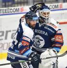 Zbyněk Irgl z Vítkovic a Brankář Miroslav Svoboda z Vítkovic - 38. kolo Tipsport Extraligy HC VÍTKOVICE RIDERA - HC Olomouc, 22. ledna 2021 v Ostravě.