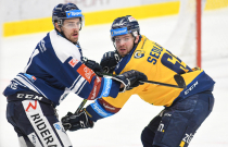 Alexandre Mallet z Vítkovic a Pavel Sedláček ze Zlína - 36. kolo Tipsport Extraligy HC VÍTKOVICE RIDERA - PSG Berani Zlín, 17. ledna 2021 v Ostravě.