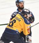 Štěpán Fryšara ze Zlína a Filip Pyrochta z Vítkovic - 36. kolo Tipsport Extraligy HC VÍTKOVICE RIDERA - PSG Berani Zlín, 17. ledna 2021 v Ostravě.