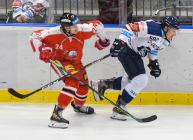 Jakub Navrátil z HC Olomouc a Guntis Galvinš z Vítkovic - HC VÍTKOVICE RIDERA - HC Olomouc, Letní hokejové hry 2021, 24. srpna 2021 v Ostravě.