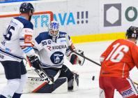 Brankář Vítkovic Aleš Stezka a Lukáš Klimek z HC Olomouc - HC VÍTKOVICE RIDERA - HC Olomouc, Letní hokejové hry 2021, 24. srpna 2021 v Ostravě.