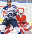Vladimír Svačina z Vítkovic a brankář HC Olomouc Jan Lukáš - HC VÍTKOVICE RIDERA - HC Olomouc, Letní hokejové hry 2021, 24. srpna 2021 v Ostravě.