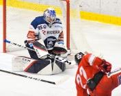 Brankář Vítkovic Aleš Stezka a Michal Kunc z HC Olomouc - HC VÍTKOVICE RIDERA - HC Olomouc, Letní hokejové hry 2021, 24. srpna 2021 v Ostravě.
