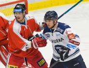 Tomáš Dujsík z HC Olomouc a Petr Fridrich z Vítkovic - HC VÍTKOVICE RIDERA - HC Olomouc, Letní hokejové hry 2021, 24. srpna 2021 v Ostravě.