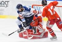 Rostislav Marosz z Vítkovic a Jan Knotek z HC Olomouc - HC VÍTKOVICE RIDERA - HC Olomouc, Letní hokejové hry 2021, 24. srpna 2021 v Ostravě.