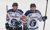 Jan Hruška a Roberts Bukarts z Vítkovic - HC VÍTKOVICE RIDERA - HC Dukla Trenčín, Přípravné utkání, 31. srpna 2021 v Ostravě.